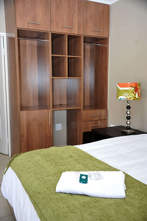ROOMS-12-233-043